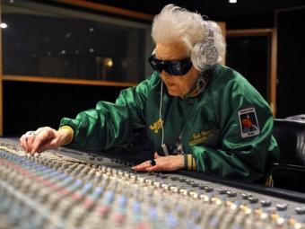 Музыка мешает пожилым людям запоминать информацию— Ученые