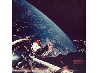Редкие снимки NASA: Первое селфи вкосмосе ицветное фото Земли