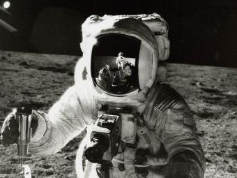 За $21 тыс. продана нааукционе фотография первого американца воткрытом космосе