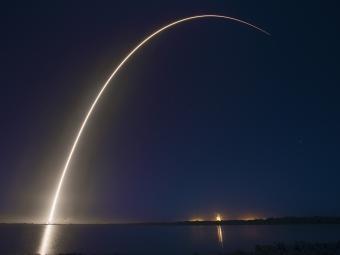 Компания SpaceX вывела вкосмос сразу два коммерческих спутника