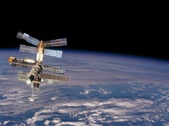 Астронавт НАСА обнаружил воду вскафандре после выхода вкосмос