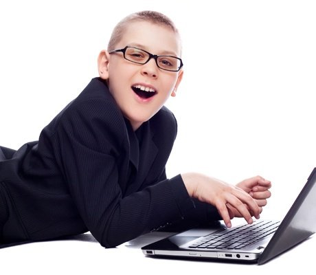 Ученые: Компьютер и книги не портят зрение детей