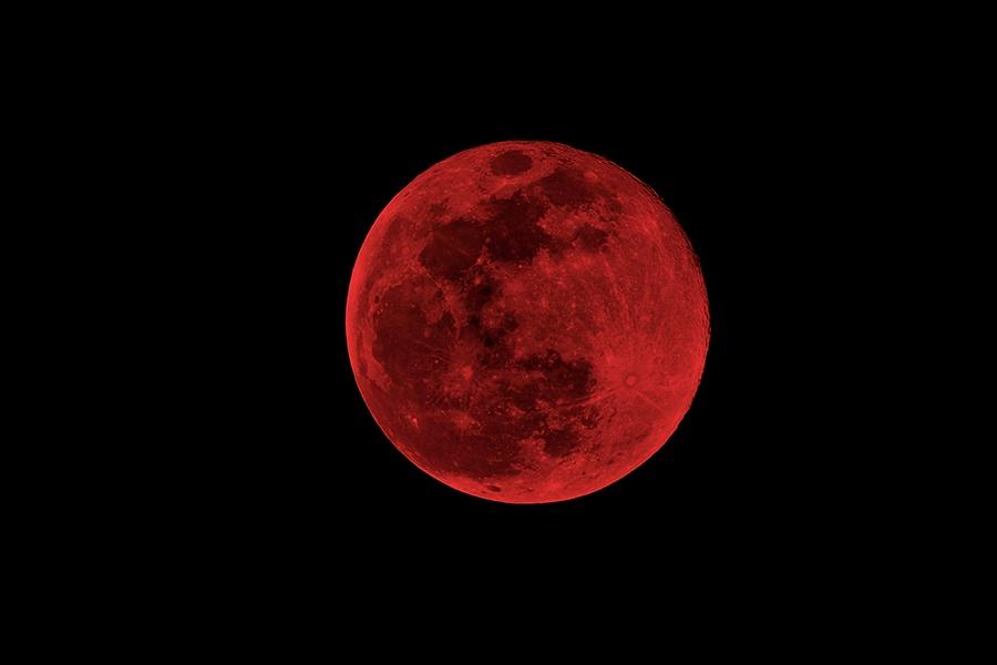 NASA показало видео лунного затмения, произошедшего накануне