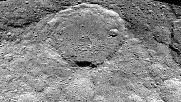 Аппарат Dawn сообщил новые изображения планеты Церера