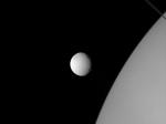Станция Cassini сфотографировала огромные кратеры спутника Сатурна Тефии