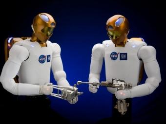 NASA демонстрирует лучшее изобретение прошедшего года— «Робонавт-2»