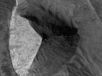 Марсоход Curiosity обнаружил наМарсе пирамиду идеальной формы
