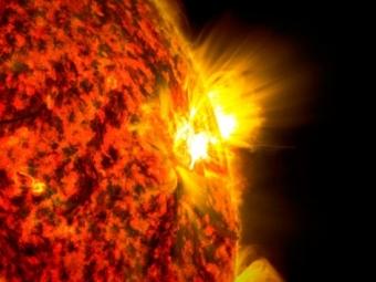 Астрономы зафиксировали мощную вспышку наСолнце