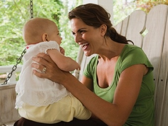 Сюсюканье с детьми позволяет им быстрее научиться разговаривать