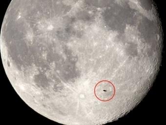 Астрономом было замечено НЛО во время суперлуния