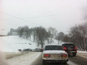 ГИБДД: Условия дорожного движения вНижегородской области осложнились всвязи спродолжительным снегопадом