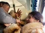 ВХабаровске пассажирка автобуса устроила драку сдевушкой-кондуктором