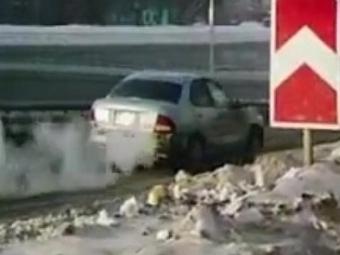 Водитель «Ниссана» сбил уборщика снега искрылся