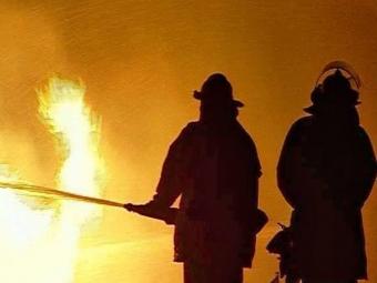 ВОктябрьском районе 8 часов горел жилой дом