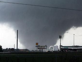 Торнадо в Америке, количество жертв увеличивается.
