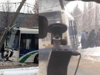 Пассажирский НефАЗ вУфе врезался встолб линии электропередач