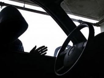 Несовершеннолетний житель районного центра предстанет перед судом пообвинению вкражах иугоне автомобиля