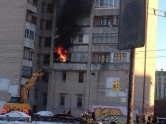 Люди, пытавшиеся спастись изгорящей квартиры наМаршала Жукова, погибли— Очевидцы