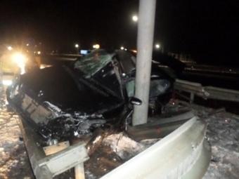 Mercedes въехал вограждение вВыселковском районе