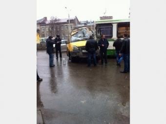 ВРостове-на-Дону автобус протаранил маршрутку— около десятка пострадавших