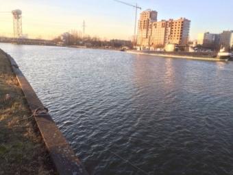 ВКалининграде полиция проводит проверку пофакту падения вреку автомобиля, вкотором находился 9-летний ребенок