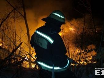 ВБерёзовском пожарные весь день тушили горящие шахты, заваленные строительным мусором