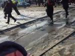 Всети появилось видео момента взрыва намирном шествии вХарькове