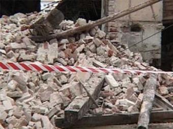 ВЧерняховск упавшая плита недостроенного здания убила 11-летнего мальчика