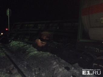 Вагоны товарняка сошли срельсов вСвердловской области