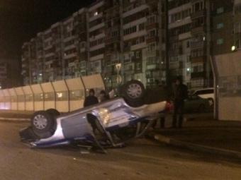 ВСоветском районе Красноярске ваварии перевернулась полицейская машина