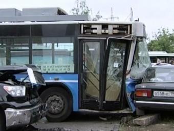 Четверо пострадали ваварии автомобилей итроллейбуса наюге Москвы