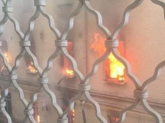 Вцентре Москвы огонь охватил 4-этажное административное здание