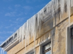 Снежная глыба рухнула скрыши детского сада надвух 5-летних девочек