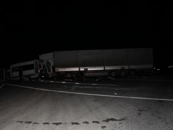При столкновении грузовика имикроавтобуса погибли 15 иностранцев— ДТП вРоссии