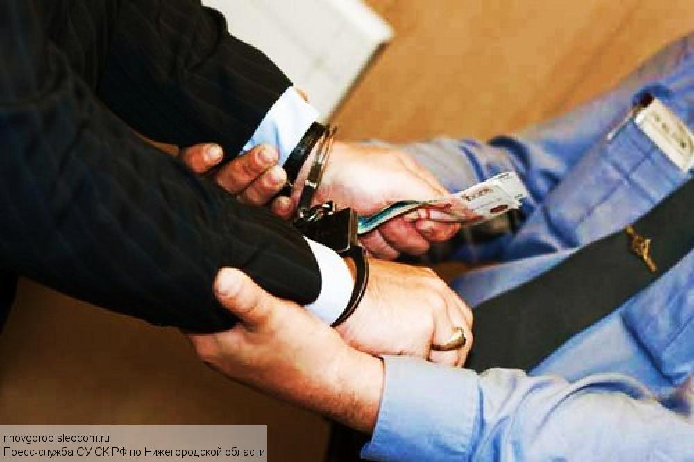 """Сотрудник банка присвоил 4 миллиона рублей, подменив их """"билетами банка приколов"""""""