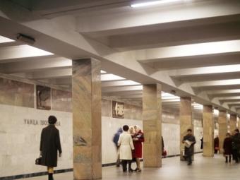 Из-за падения человека остановлено движение наТаганской линии метро