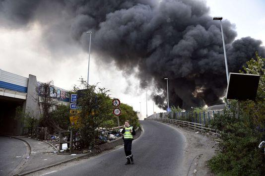 Франция: пожар в Ла-Курнев вдоль автомагистрали А86