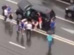 Неизвестные расстреляли внедорожник в центре Москвы, водитель ранен