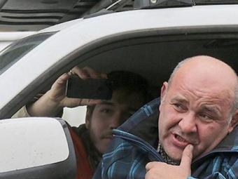 Встолице задержали «паркмена», приковавшего себя кмашине возле мэрии