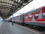 Настанции Новогиреево пассажирский поезд насмерть сбил двух человек