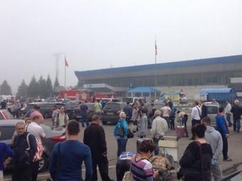 Вкрасноярском аэропорту эвакуировали людей из-за сообщения обомбе