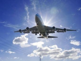 ВМурманске приземлился самолет, укоторого неубралось шасси