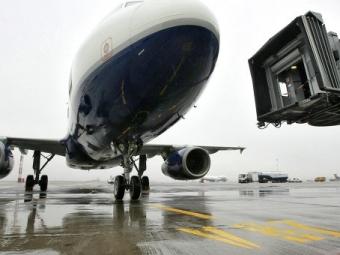 Ваэропорту Барнаула экстренно сел самолет: упассажирки случился приступ эпилепсии