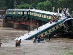 ВПакистане пассажирский поезд сорвался вреку