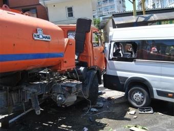 ВСочи вДТП сКАМАЗом имикроавтобусами погибли два человека