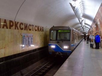 Встолице нарельсы «желтой» ветки метро упал человек