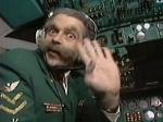 Пилот случайно запер себя в туалете во время полета