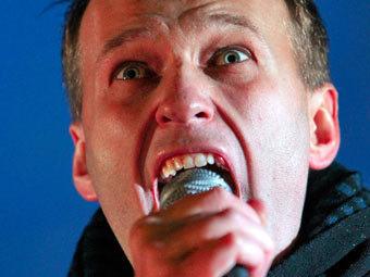 Навального и Яшина тайно увезли из ОВД