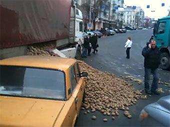 """""""Картофельное"""" ДТП в Киеве оказалось съемками рекламы чипсов"""