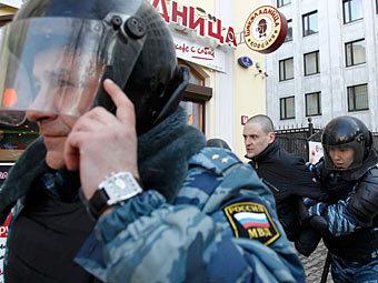 Удальцова отпустили под обязательство явиться в суд